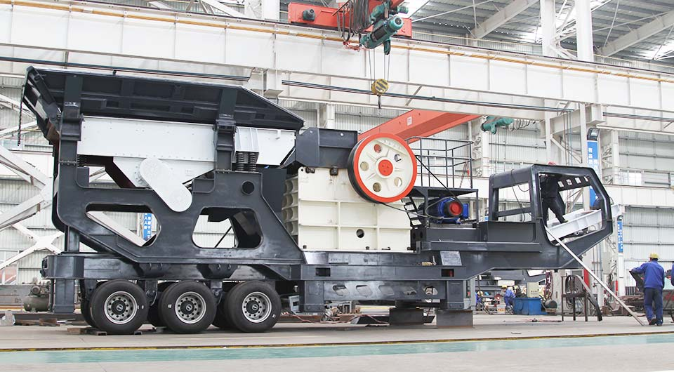 Mobile concrete jaw crushing plant